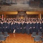 Gruppenfoto mit allen anwesenden Feuerwehrfrauen und Feuerwehrmännern. Foto: Hendrik Frese - Pressestelle Feuerwehr Hamburg