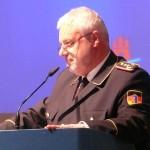 DFV-Präsident Kröger bei seiner Rede gegen die Einführung der EU-Arbeitszeitrichtlinie für FF (c) MT - AG MuK