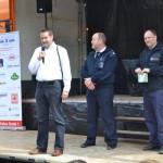 Jetzt wirds ernst - auf der Bühne Herr Heinz, HFUK Nord, LBF/V-Nord Gerd Rüther und Moderator Thore Wildow (FFO) (c) P. Toepfer JFO