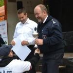 Platz 3 wird an den Mannschaftsführer der FF Bergedorf übergeben (c) P. Toepfer JFO