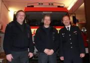 WF Dieter Niemann (li.) verabschiedet sich in den Ruhestand, Christian Behn (mi.) übernimmt. Rechts BerF/V Altona, Andreas Hesse (c) FF Rissen