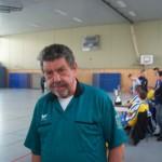Seit dem ersten Turnier vor 23 Jahren immer dabei. Schiedsrichter Horst.