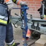 Technische Hilfeleistung mit Hilfe einer hydraulischen Winde, umgangssprachlich auch Büffelheber genannt