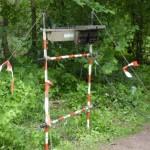 So genannter Abspannbock am Endpunkt des Feldkabels auf Seiten der FF Altona. Dieser wird verwendet, um den Anschlusskasten und die dazugehörigen Kabel in einer geordneten Weise zu fixieren