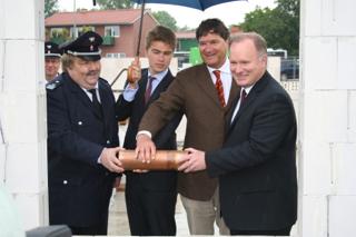 Von links: LBF André Wronski, Nikolaus Reus, Clemens Reus und Innensenator Michael Neumann (© M.Siemers)