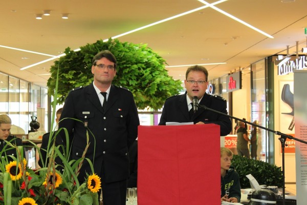 Rede des Wehrführers Sven Kasch (rechts), Stellvertreter Herr Andreas Dubbe (links)  18.08.2012