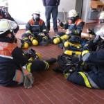 Foto: O.Wendt; Handhabung der Atemschutzgeräte bei einem Atemschutznotfall