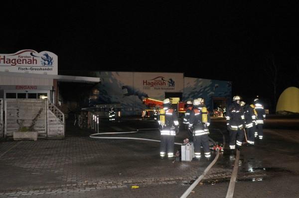 Kräfte der Freiwilligen Feuerwehr Ottensen-Bahrenfeld in Bereitstellung (c) H. Lahmann