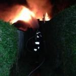 Lage bei Eintreffen: Brand des Schuppens in der Steenkampsiedlung in Groß-Flottbek. (c) M. Gehrkens