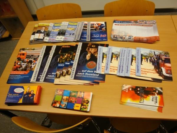 Infomaterialien über die Arbeit der Jugendfeuerwehr Hamburg