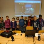 Gruppenbild mit den Jungen und Mädchen der Schulklasse von denen Bilder veröffentlicht werden durften.