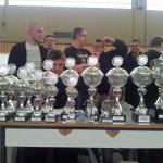 Jedes Team erhält ein Pokal