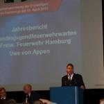 Landesjugendfeuerwehrwart Uwe von Appen bei seinen Ausführungen zur Jugendarbeit in der JF Hamburg. (c) AG MuK FF Hamburg