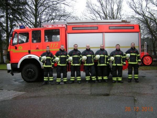 FF Stellingen - Die neuen Schutzanzüge (© D.Frommer)