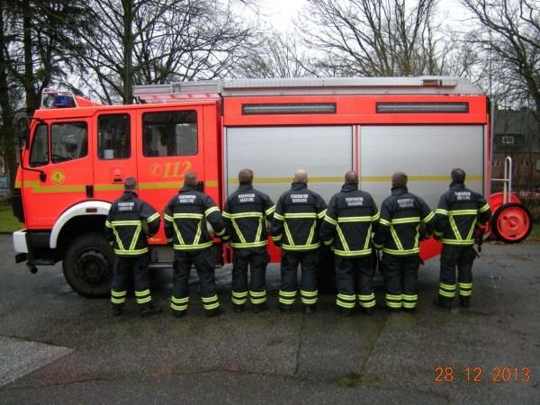 FF Stellingen - Die neuen Schutzanzüge von der Rückseite (© D.Frommer)
