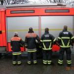 FF Stellingen - Die bisherigen und die neuen Schutzanzüge von der Rückseite (© D.Frommer)