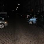 Zwei Fahrzeuge verringern die Durchfahrtsbreite