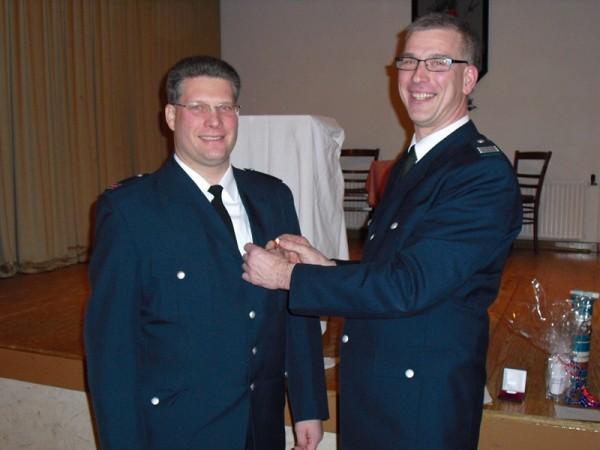BERF-V Vierlande, Frank Meyer, ehrt Andreas Burmester. Copyright L. Rieck