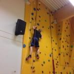 Aufstieg an der Kletterwand