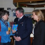 Unter den Gratulanten auch Hamburgs Feuerwehr-Pastorin Ernelie Martens