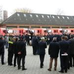 Wehrmitglieder erwarten die Übergabe der Fahrzeugschlüssel (c) AG MuK