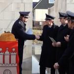 Karsten Dabelstein überreicht die Ernennungsurkunden