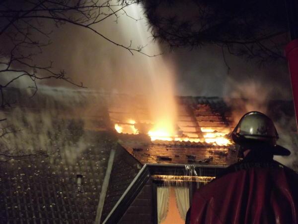 Durchbrand des Daches am Haupthaus (c) FFO