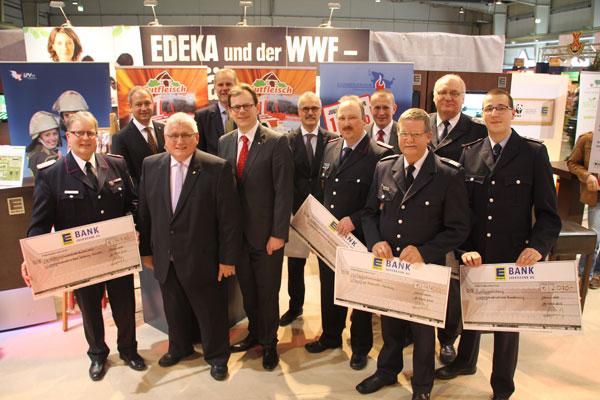 Vertreter der fünf norddeutschen Bundesländer bei der Scheckübergabe