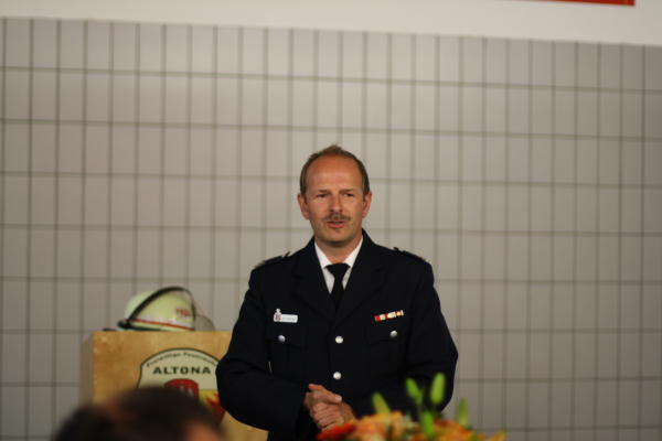 Andreas Hesse bei der Begrüßung der Gäste (c) D. Schulz FF Altona