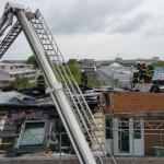 Nachlöscharbeiten und aufnehmen des Daches! - Bild: D. Schäfer