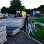 Hier werden die Zeltteile in den dafür ausgeräumten GW-RD verladen (c) FF ALT