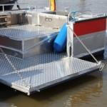 Klappe in der Backbord-Bordwand zur Rettung von Menschen aus dem Wasser, inkl. eingebauten Ösen um die Tierrettung zu ermöglichen (c) Stab F02