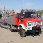 Gespann der FF Neuwerk: Das LRF (Lösch-Rettungsfahrzeug auf Unimog U 1300), der Hafentrailer und das KLB Neuwerk (c) Stab F02