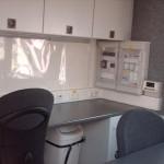 Rückseite des FM-Raums m. Schalttafel und Schrankelementen