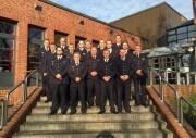 Die neuen Zugführer vor der Feuerwehrakademie.