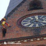 Abseilen vom 132m hohen Kirchturm.