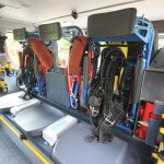 Sitzplätze der Atemschutzgeräteträger gegen die Fahrtrichtung.