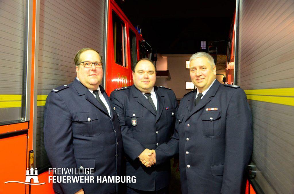 Wehrführer- Vertreter Rüdiger Lach (v.l.), Wehrführer Michael Jahnke, Bereichsführer Bergedorf Thomas Girmann