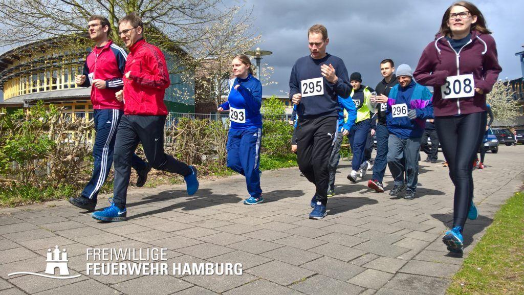 Ein Team aus Männern und Frauen startet zum 5Km-Lauf. (c) HFUK- Nord (Jens- Oliver Mohr)