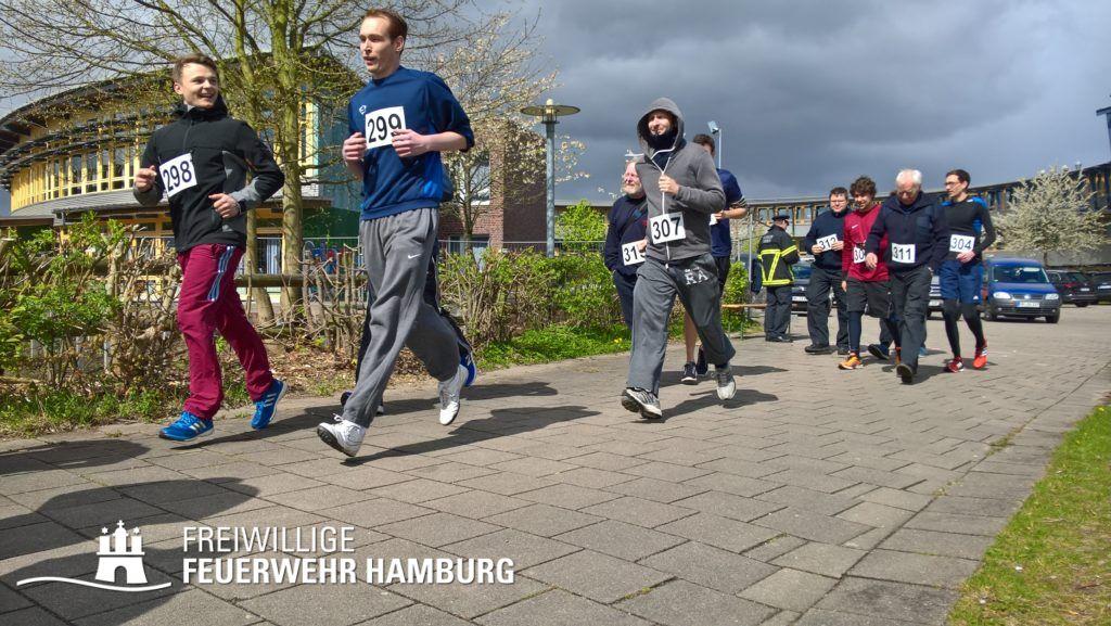 Ein Team aus jung und alt startet zum 5Km-Lauf (C) HFUK- Nord (Jens- Oliver Mohr)