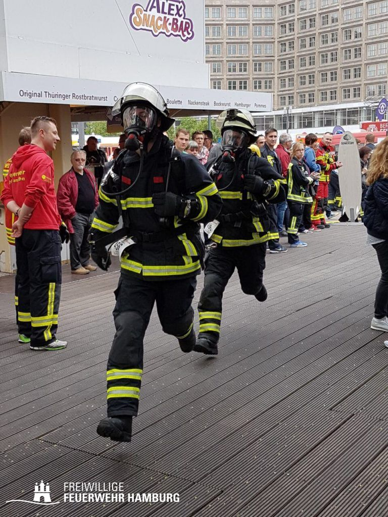 Start beim Berliner Firefighter Stairrun (C) FF Eimsbüttel