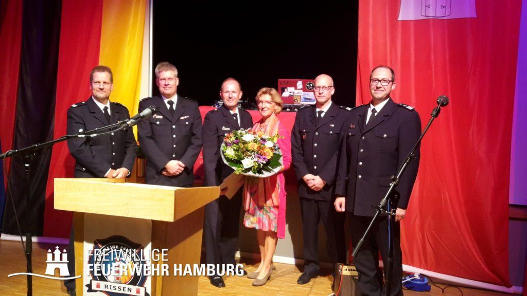 Jubilar Andreas Hesse mit Ehefrau, umrahmt von den Führungskräften aus Wehr, Bereich und Landesbereich