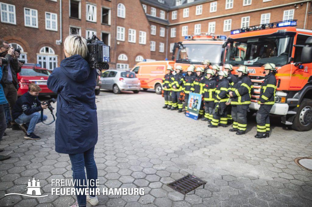 Die Medien berichten über den Weltfrauentag bei der Feuerwehr Hamburg.