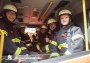 Unsere Frauen einsatzbereit auf dem HLF der FF Wilhelmsburg.