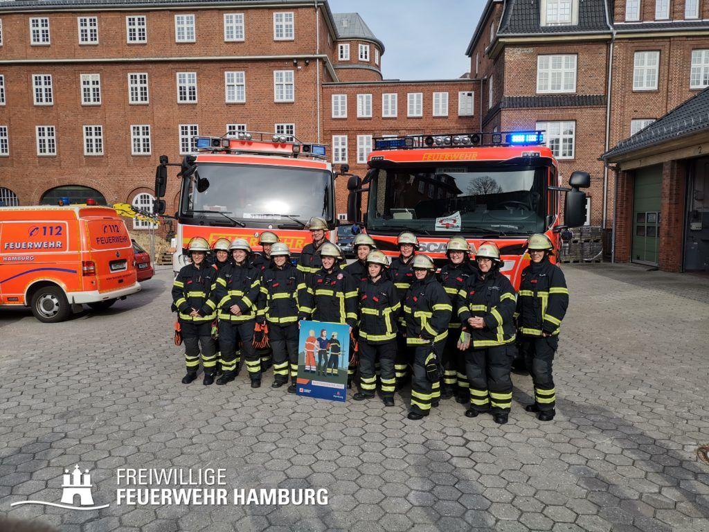Die Kolleginnen und Kameradinnen beim Treffen mit den Medien. Zusammen sind sie im Einsatz für Hamburg.
