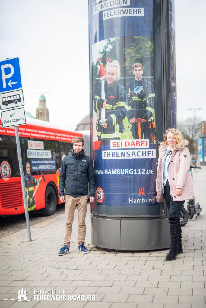 Colin und Sarah aus der FF Berne sind zwei von zahlreichen Gesichtern, die in den nächsten Wochen in der ganzen Stadt zu sehen sind.
