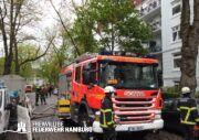 HLF20 der FF Stellingen im Rahmen der Brandbekämpfung mit eingebunden